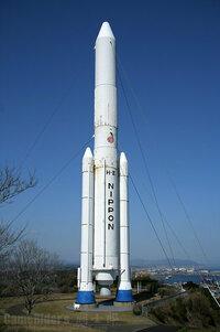 H2ロケットなどの打ち上げ能力って5トンくらいであの大きさですが、ペイロードを10~100トン位に増やした場合、ロケット本体も相当な巨大になるのでしょうか?