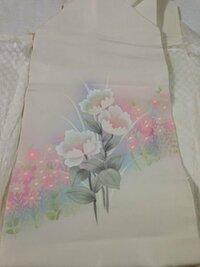 私、着物の知識ゼロです。。。おばあさんの家にある着物、帯が大量にあり整理をしているところです。大抵柄や色がある帯の中、このような白い名古屋帯がありました。これは普通の着物に合わせられる帯なのでしょ...