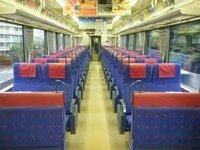 首都圏の電車で唯一といっていいほど乗り心地が良い京急ですが、あれは混雑率酷くないのでしょうか?  ※普通乗車券のみで乗れる電車で乗り心地が良いもの 京浜急行の快特や特急の自社線内のみの営業のは210...