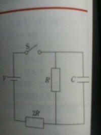 スイッチSを入れた直後はコンデンサーCだけに電流が流れますよね?その電流の大きさを求める際、公式V=RIを使うと思いますが、コンデンサーの抵抗はどうすれば良いですか?問題には何も書いてありません。理由 と...