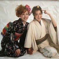 宝塚歌劇団の凰稀かなめさんと実咲凛音さんの写っている写真について質問します。 この写真はどこに載っていたものでしょうか?