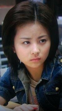 デスノート(映画)に出演している女優の名前を教えていただきたいです。  高田清美演じる片瀬那奈さんの部下?らしき人で、仕事のデスクが高田の隣の女性です。