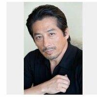 真田広之さんが、ハリウッドで活躍してるそうですが、真田さんはネイティヴアメリカ人と通訳無しで話せるほど英語が上達してるのでしょうか?