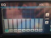 車のオーディオで重低音が聞きたいのですがイコライザで重低音を重視すると他で音割れしてしまいます。 どれくらいがベストか教えてください。 ちなみにイコライザは写真のように左から63.125 .250.500.1k.2k.4...