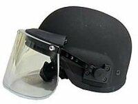 警察の特殊部隊のヘルメットに、透明なバイザーが付いてるのは何故ですか?邪魔にならないのですか?