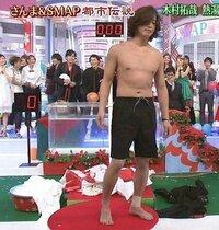 木村拓哉のこの体型はもうオジサン体型ですか??   昔は腹筋割れていたのに最近テレビで上半身裸になった姿を見て唖然としました。 腹筋が無くなって昔に比べお腹が出てきているように見え るんですが木村拓...