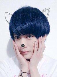 美容院で髪の毛を青く染めてもらいたいのですが、やはり色を抜かないと青は入らないですよね…? あと染めたとしてもすぐ色落ちしてしまいますか?  このぐらいです。