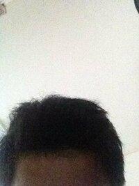 髪の毛の悩みです。 髪の毛の質が、太い、硬い、量が多い、 もみあげだけうねる、といった最悪です。 そこで髪型に悩んでいます。 どんな髪型ができるのか写真などつけて回答していただきたいです。 本当にヘルメットみたいで嫌なんです。 ソフトモヒカンも丸くてもっさりって感じになっちゃいます