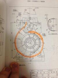 機械製図の図面で、 この図のマーカーで色付けしているところが綺麗に書くことができません。 誰か教えてください。