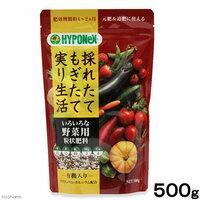 牛糞堆肥には少しの肥料分があるのでしょうか     古土を半分 赤玉土を半分に 牛糞堆肥を3割混ぜ込みました。 次に肥料ですが 昨日買ってきました。 【ハイポネックス いろいろな野菜用 粒状肥料 有機入り 】 というもので 有機と化成が入ってます。  http://item.rakuten.co.jp/chanet/108880/  プランターで使う場合は10リットルの土...