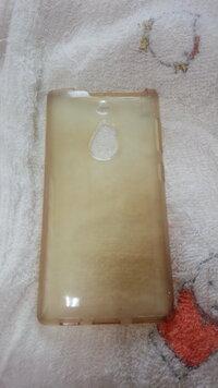 もともと半透明だったスマートフォンのシリコンケースが茶色く色が変わってしまいました。定期的に洗剤などで洗っていたのですが茶色が落ちません。以前もシリコンケースでしたが今回と同じ理由 で汚れてしまい捨...
