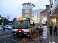 路線バスで 買い物やお出かけしている人何か今時いるのですか? http://livedoor.blogimg.jp/jyouganji/imgs/2/e/2e0e3ce5.JPG   ↑もう 可笑しいの何のてwwwww 今時、何ですか?  バス停で 待っていて ...