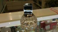 この香水の瓶から香水の名前をご存知の方がいらっしゃったらご教授願います