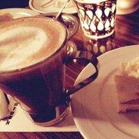 友人と行ったカフェの名前が思い出せません。  この間友人と行った都内近郊になるカフェの名前が思い出せません。写メはあるのですが…ケーキもすごく美味しかったのでまた行きたいと思ってい ます。 どなたか教えてください。