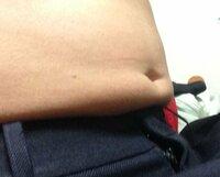 身長172 体重62 体脂肪率18%でBMIも体脂肪率も正常なのに画像のようにお腹が出てます。 原因はなんなのでしょうか? 筋肉が少ないのでしょうか? 回答お願いします。