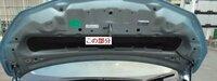日産ノートE12(現行型 HR12DDR搭載車)の、ボンネット裏側についている日産純正フード(ボンネット)インシュレーターの部品番号をご存知の方がいらっしゃれば、ぜひ教えてください。 よろしくお願い致します。