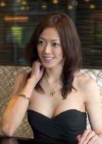 元宝塚の大和悠河さんって、最近初めて知って、メチャ綺麗な人だと思いましたが、なんであんなに金持ってるんですか? 元宝塚って、そんなに金入るの?