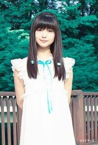 新人の女優で浜辺美波さんって今は15歳で若いですが脇役を中心にして光る存在だと思いませんか。 僕的にこの子は橋本環奈よりも良いと思います。