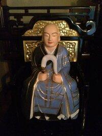 中国製の祖師像を購入しお祀り致しております。 曹洞宗 開祖 道元禅師の祖師像なのですが所縁あり購入致しました。  家は臨済宗であり本来ならば脇侍として大権像と達磨像を祀るところですが、なかなか販売をして...