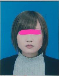 質問なんですがこれは顔型的に丸顔ですか?   それともエラが張ってる四角顔とかでしょうか?