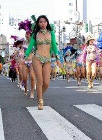 サンバカーニバルにダンサーとして出場した事のある女性に質問です。 1:何故、あのお祭りに参加しようと思ったのですか? 2:あの格好では恥ずかしく無いですか? 3:ダンスをしてる途中で、男性からセクハラ行為や発言をされた事がある方はいますか?