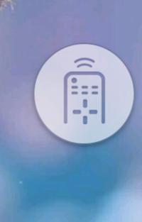 スマホのボタン ギャラクシーのSC-04Fです。 自分ではなにも操作してないつもりですが、突然画面に画像のようなボタンが現れました。 押してみると、画面が薄暗くなり、手の感知がまったく効 かなくなります。...
