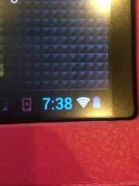 android Wi-Fi 繋がらない androidタブレットのWi-Fiが繋がらなくなってしまいました。 ついこの間までは普通に使えていたのですが、最近写真のように灰色のWi-Fiマークになってしまい、全く繋がりません。 以前まではWi-Fiマークが青でした。 他の端末(iPhone等)は問題なくWi-Fiが使えており、このタブレットのみが繋がらない状態です。 再起動、再接続はしてみまし...