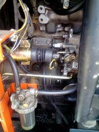 デンヨーウェルダー BLW-280SSw 専門知識がないので説明が分かりにくいのですみませんが、写真のゴムのカバーの付いている部品が収縮すると思うのですが、それと繋いで有るエンジン側の部品が右側に押され停止状...
