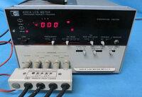 測定器の質問です。 中古測定器のLCRメーターでアジレント(YHP 4261A LCR METER )製品が3-4万で売られていますが、現在秋月電子などで小型の物も売られています。 DE-5000 http://akizukidenshi.com/catalog/...