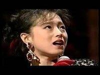 中森明菜さんは 、  TVやステージで歌う時、  その歌唱のみならず、  立ち居振る舞いを含む全てにおいて、  曲の前奏部分から、  また、時によっては、  曲が始まる前からも、  周囲に独特な空間を作り出し、  聴...