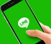 LINEを起動した時に出るLINEのロゴ画面が緑ではなくグレー。これはなぜですか?ふつうLINEを起動すると出てくる画面は写真のような緑の画面でLINEのロゴが出ると思います。 浮気の証拠集めに旦那のLINEを見ようとしたらこの画面の緑のところがグレーになっている画面が出てきました。前は緑でした。中の友達やメッセージは特に以前と変わっていないみたいです。  これはなぜグレーなのでしょうか?こ...