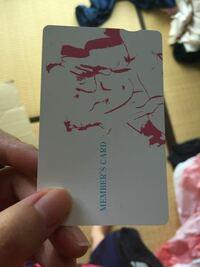 質問です。 旦那の財布にあったのですが、このカードどこのカードかわかりますか? 駿河健康ランドのカードの後ろにあったのでホテル関係かと思うのですが、気になるので回答お願いします。