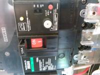 漏電流遮断器付きのブレーカーにおいて現在1アンペア前後の漏電がありトリップします。 このブレーカーは定格感度電流を100~500ミリアンペアまで調整できるので200ミリアンペアへ切り替えたらブレーカーがトリッ...