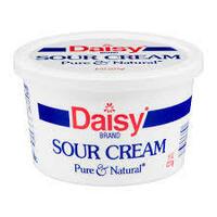 サワークリームって 一体どんな料理に使うんですか? CMで女性がスプーンですくってそのまま食べていたのを見ましたが、本来はヨーグルトのような食べ物ですか?