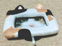この猫ちゃんの写真立て(?)が、 どこの商品だか分かる方いらっしゃいますか?  あまりに可愛いので購入したいのですが、 商品詳細が分からず買えません。