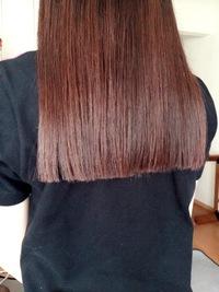 このような後ろまっすぐな髪型に憧れ、うしろを真っ直ぐ切ってもらったのですが 前の髪が前下がりのようになってしまいました。 前に持ってきたときも真っ直ぐな髪が好きなのですが… ●セミロ ングなのですが、セミロングなのに前が長いのは可笑しいですか? ●セミロング〜だったら後ろ髪はv字なのが普通なのでしょうか?