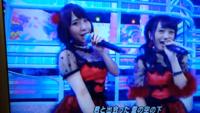 AKB48の写真の左側の 女の子の名前を教えて下さい。  よろしくお願いいたしますm(__)m