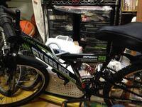 この自転車ってどこのメーカーのものですか?あと、この自転車のモデル名はなんでしょうか