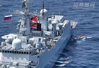 中国包囲網の幻想についてです。  まず、日本が想定する包囲側の国、地域を挙げましょう。 ロシア、ASEAN諸国、インド、オーストラリア、日本、そしてアメリカ。 ロシア→「海上連合2016」で19日に軍事演習を終えたばかり、場所は南シナ海。 中国とはちょくちょく軍事演習をやるが、日本とは救難共同演習くらい?当たり前ですが。 石油、天然ガスの対中輸出国。日本に北方領土を譲った場合得られ...