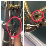 バストロンボーンのG管がガチャガチャ鳴ります。 いつも通り練習していたら突然G管のレバー付近でガチャガチャ鳴り出しました。 カチカチのレベルではなくガチャガチャです。 原因はおそらく 画像のようにレバーをおすと組み立てるときにクルクル回してとめるところに当たっているからだと思います。 そのため、ローターもゴムまで届いていません。 今まではなんの支障もなく吹けていたのに突然鳴りだした...