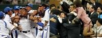 国会議員の乱闘とプロ野球選手の乱闘、どちらが性質悪いですか。