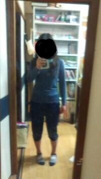 中2女子です。 ダッサイ部屋着ですみません。 私は太ってるでしょうか?
