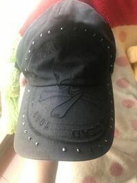長年被ってた帽子(キャップ)が型崩れしてしまいました。 直し方を教えてください。 また帽子をクリーニング出来るクリーニング屋さんに持っていけば型崩れも治してくれますか??