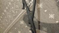 NBOXのリアワイパーのゴムが劣化してブレードごと交換したいのですがフロントワイパーのようにフックがどこにも無くブレードが外せません。 これってアームと一体式で外せないんでしょうか?