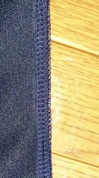ロックミシンの縫い目が浮いてしまいます 使い始めて半年、糸取物語のロックミシンを使用しているのですが 縫い目が浮いてしまいます 縫ってる生地はジャージ生地なのですがほかの生地でも浮 いてしまうこともあって… 糸をかける時も押えを上げてます かけ直しても変わりません 縫い幅も変えてみましたがダメでした… 針と糸はニット用を使用してます 自動糸調子なのですがどうすればいいでしょう...