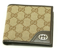 このGucciの財布はダサいと思いますか? また大学生には似合わないでしょうか?