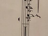 1st トランペットの楽譜についてなんですが、 五線譜の上に二分休符のような、ボタンのような記号が あるのですが、どういう意味ですか。 わかる方いらっしゃったら、回答よろしくお願いしま す。 調べたくても、調べ方が、分かりません。 調べたものでもいいので、教えて下さるとありがたいです。