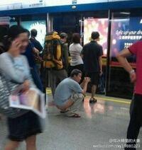 中国人にマナーがないのは知っていますが、駅のホームでトイレをするのも日常の光景ですか?