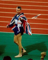 世陸、男子三段跳びでの  世界記録保持者、ジョナサン・エドワーズのコメント!!!  「記録を抜かれるのは良いのだが、  私の目の前ではやめてほしい・・・」 いちびって、のこのこ会場に来なければ済む事で...