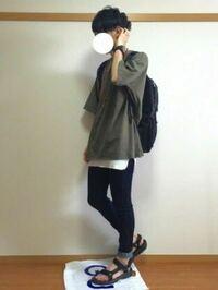 大学生が良くしているこういうレイヤードスタイル?のファッションがとても嫌いです。 皆さんはこのファッションどう思いますか?